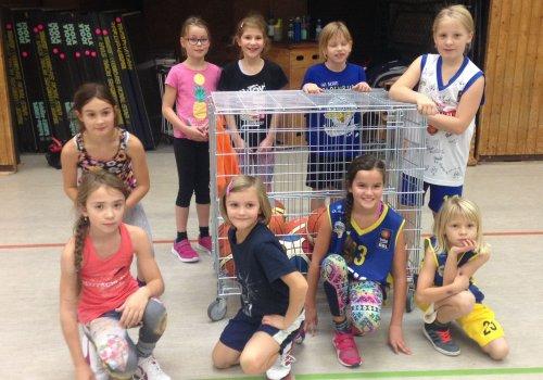 MBO übergibt Ballwagen an die Mädchen des OTB